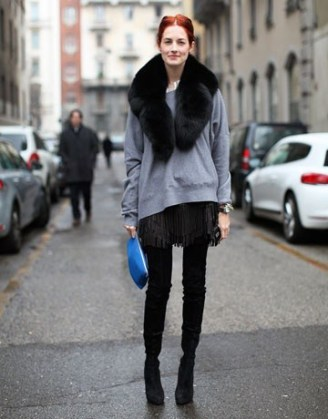 oversize-gray-sweatshirt-over-black-dress-and-black-leggings-and-booties-with-fur-stole-and-blue-clutch