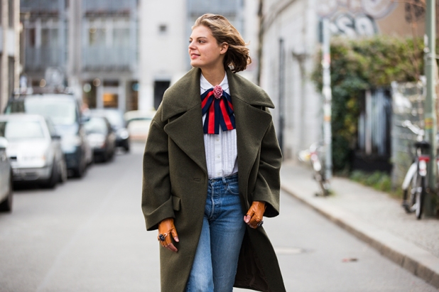 man-repeller-claire-diy-gucci-bow-striped-pussy-bow-4